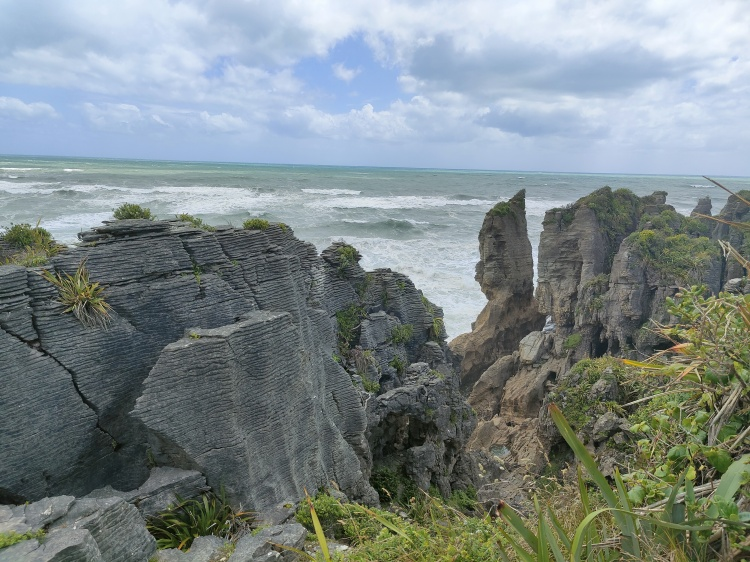 A perfect look at the Pancake Rocks and their layered structure